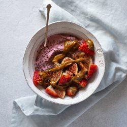 Beetroot yoghurt breakfast bowl
